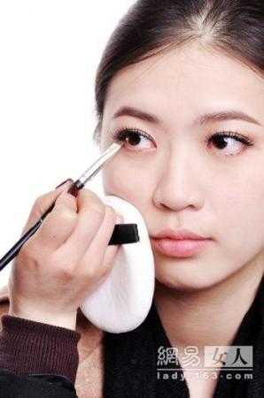 上班族如何化淡妆 简单ol妆画法步骤图解(29)