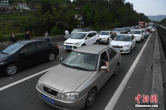1月到2月中国汽车产销同比下降 新能源车