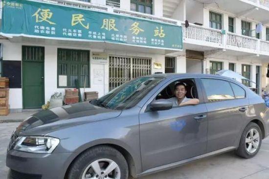 不畏辛苦的扶贫专职司机龙岳华 (图片均由谢少杰 龚秀琪 摄)