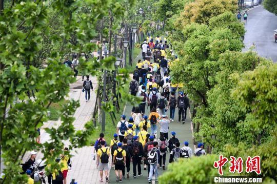 广州百公里徒步近两万名毅攻略开拔倡导v攻略长春到湖南自驾游行者图片