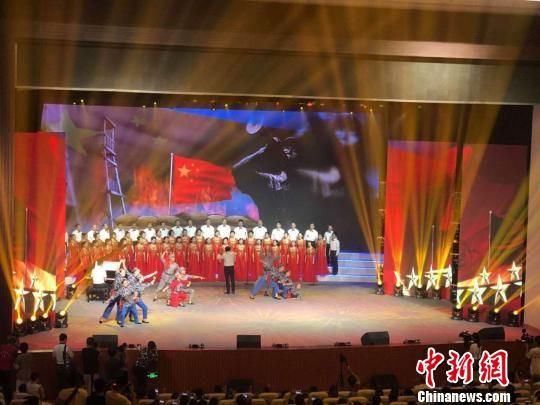 海政文工团男高音歌唱家孙维良等著名歌唱家登台献艺。邵东县委宣传部供图