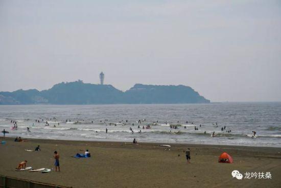 鲜为人知:在日本藤泽鹄沼海滨 日本人演奏《义