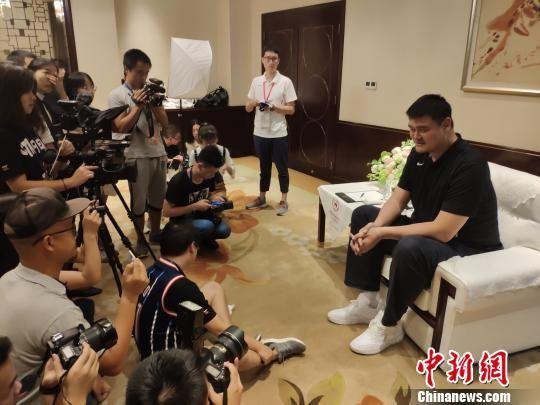 姚明:姚基金希望小学篮球季持续做下去_张靓颖家变涂鸦板