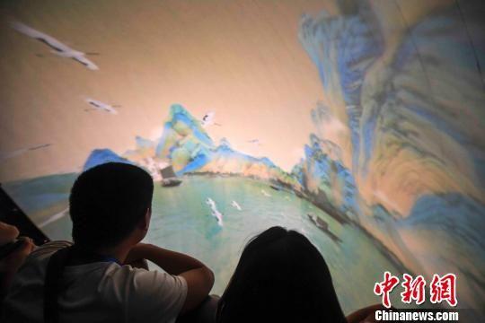 《千里江山图》这一绝世名画以数字3D形式呈现。 杨华峰 摄