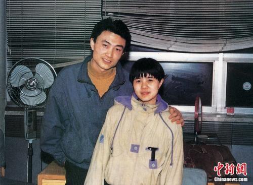 金龟子和王宁于1989年的合影。受访者供图
