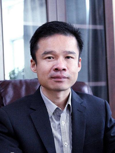 钟高明 湖南优冠实业集团有限公司董事长