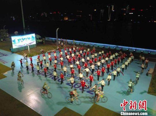 杭州一庆祝活动现场。 萧宣供图 摄