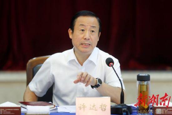 省委副书记、省长许达哲讲话。