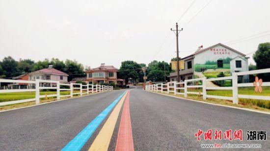 村庄里提质改造后的迎香公路。