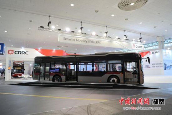 """搭载""""超能电机""""的智能化新能源客车""""新巴客""""亮相汉诺威商用车展。主办方供图"""