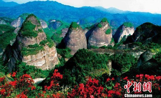 世界自然遗产地�~山美景(资料图)。 杨坚 摄