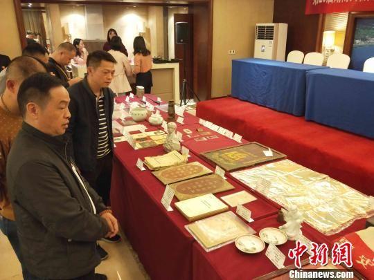 最新白菜网送彩金民间收藏家集中向国有博物馆捐赠革命文物。 付敬懿 摄