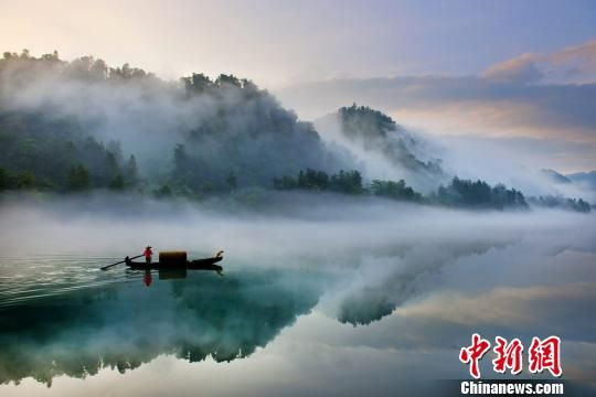 图为东江湖风光(资料图)。 郴州宣传部供图。 钟欣 摄