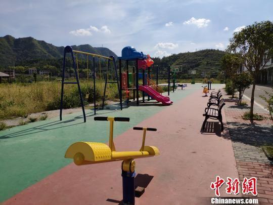 潭府新城里的各式健身设施。 王昊昊 摄