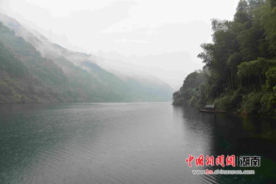面积160平方公里、蓄水量81亿立方米的东江湖。