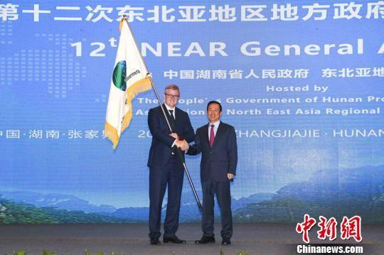 湖南省与萨哈(雅库特)共和国进行主席会员地方政府交接。 杨华峰 摄