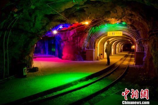 宝山国家矿山公园内刺激的矿井探险。 通讯员 欧阳常海 摄