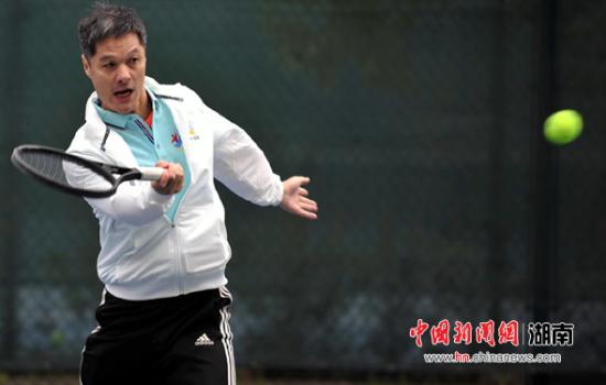 促进全民健身,推动全民网球运动的普及与提高