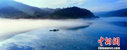 资料图,雾漫小东江。郴州宣传供图
