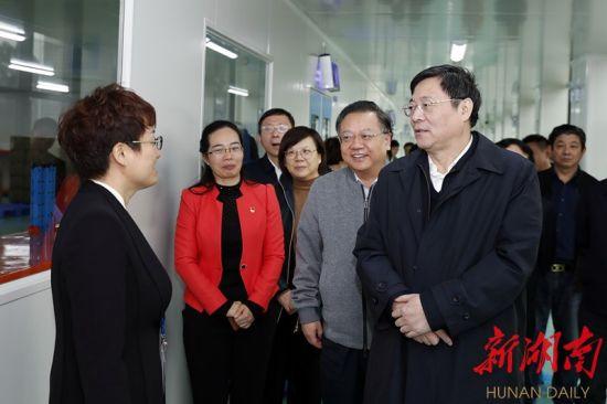11月7日,省委书记杜家毫在阳普医疗(湖南)有限公司调研。