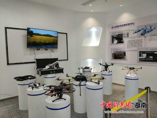 邵东智能制造技术研究院里的各式智能产品。
