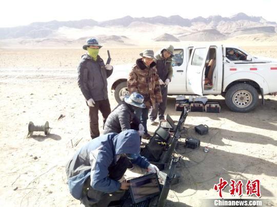 青海八宝山页岩气广域电磁法勘探现场。 受访者供图