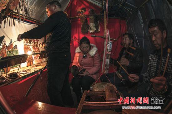 书法美术类二等奖作品《湘江古镇群》。 主办方供图