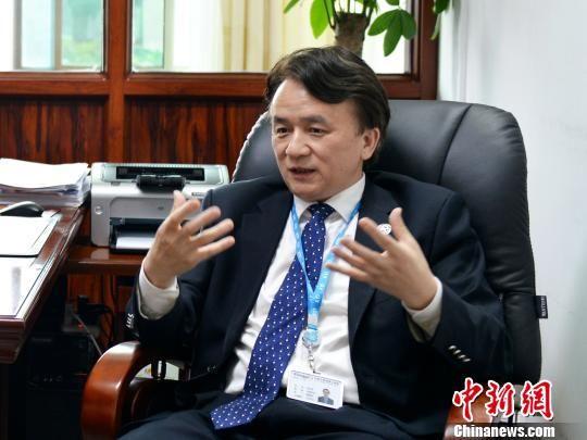 中南大学湘雅三医院党委书记何庆南接受记者采访。 蒋凯 摄