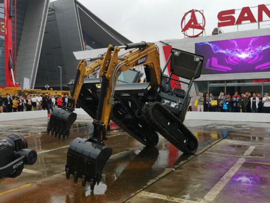 """三一""""酷炫""""的SY35U无人挖掘机伴随着动感音乐跳起了街舞。"""