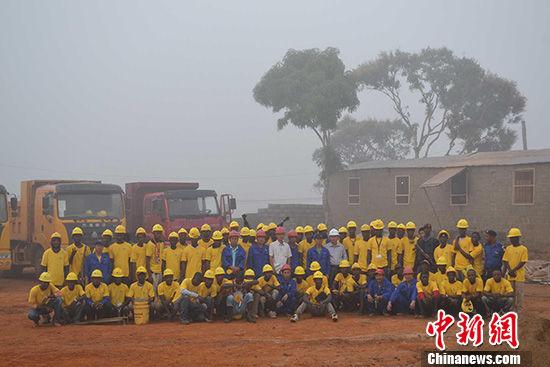 资料图:湖南建工集团援塞拉利昂坡特洛科小水电站项目开工。