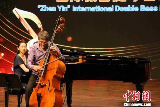 美国高音提琴演奏家扮演高程度的合奏曲目。 付敬懿 摄