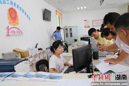 """浏阳2017年率先在湖南省启动""""最多跑一次""""变革。"""