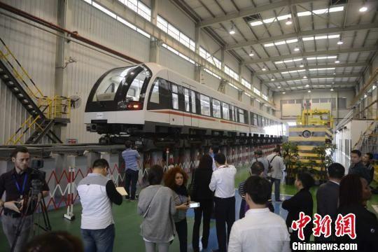 境外媒体参观中国中车株洲电力机车有限公司。 杨华峰 摄