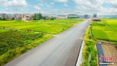 邵东灵官殿乡村公路。邵阳市交通运输局提供