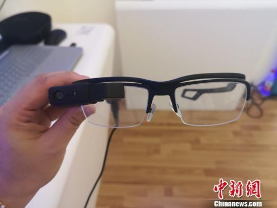 """""""5G+云安防""""眼镜。 刘曼 摄"""