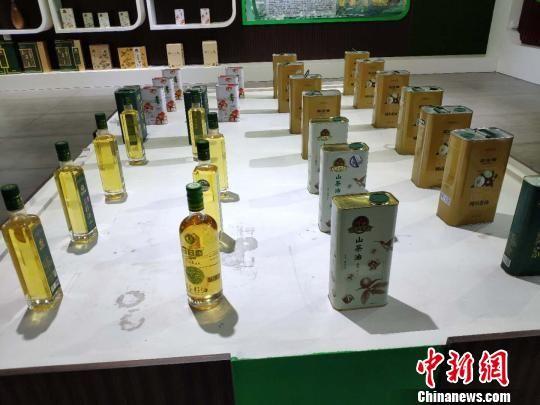 邵阳茶油产物展现。 王昊昊 摄