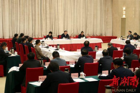 11月6日上午,省委书记、省委网络安全和信息化委员会主任杜家毫主持召开省委网络安全和信息化委员会第二次会议。湖南日报・华声在线记者 罗新国 摄