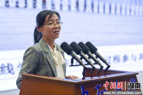 北京理工大学团委副书记季伟峰宣讲《让红色基因代代相传》。