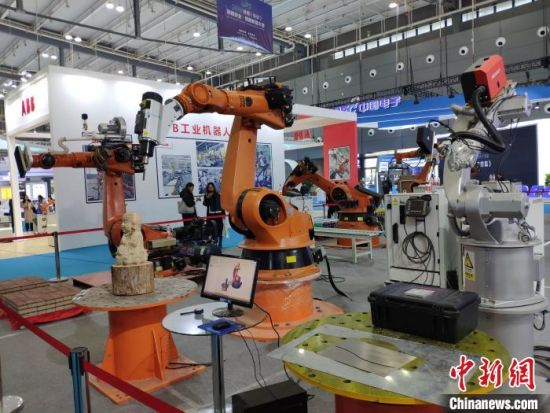 机器人产品展示。 王昊昊 摄