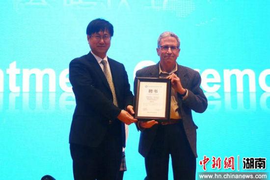 诺贝尔经济学奖得主埃里克・马斯金受聘为学校学术委员会名誉主席。