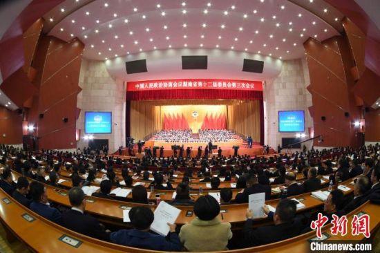 政协湖南省第十二届委员会第三次会议12日在长沙开幕。 杨华峰 摄
