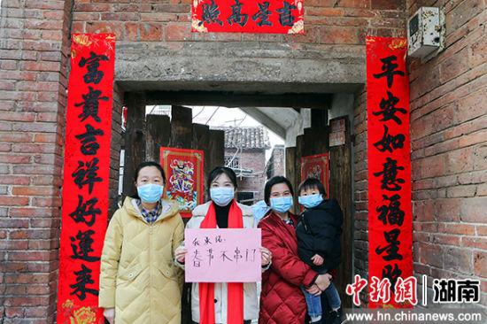 """�R武(wu)�h武(wu)水(shui)�(zhen)玉屏(ping)村,村民""""春�不串�T(men)""""。"""