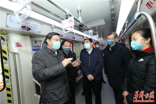 2月5日上午,省委���杜家(jia)毫(hao)在五一huai)�C〉�vzhan)�z(jian)查防疫(yi)工作落(luo)��情�r。