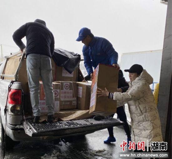 加拿大湘籍华侨华人为家乡筹集的首批抗疫医疗防护物资到达