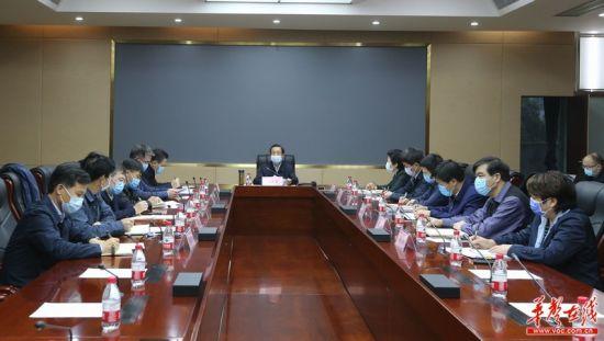 许达哲在省卫健委主持召开疫情防控调度会议。 湖南日报・华声在线记者 赵持摄
