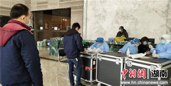 宁乡高新区对园区内企业返岗复工人员进行新冠肺炎核酸检测筛查。