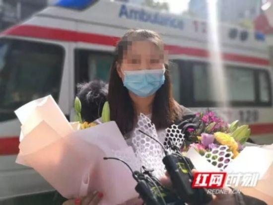 1月30日,一名新冠肺炎患者在郴州市第二人民医院出院。