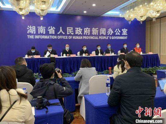湖南统筹推进新冠肺炎疫情防控和经济社会发展工作新闻发布会。 鲁毅 摄