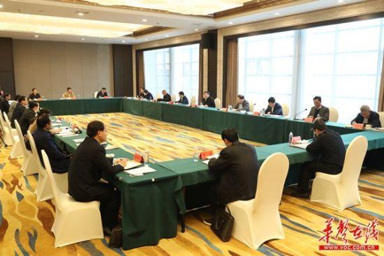 3月25日上午,杜家毫主持召开湘西州脱贫攻坚工作座谈会并讲话。以上图片均为湖南日报・华声在线记者 罗新国 摄