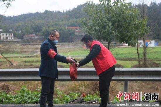 """益阳人口_益阳桃江33名""""疫""""线入党人员让党旗更红"""